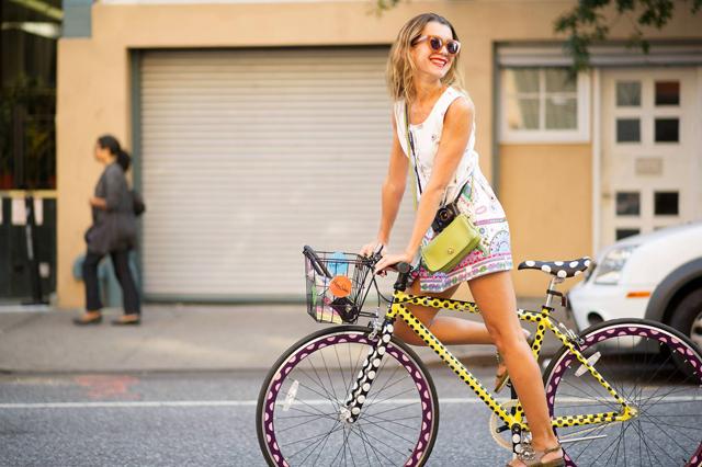 mulher na bike