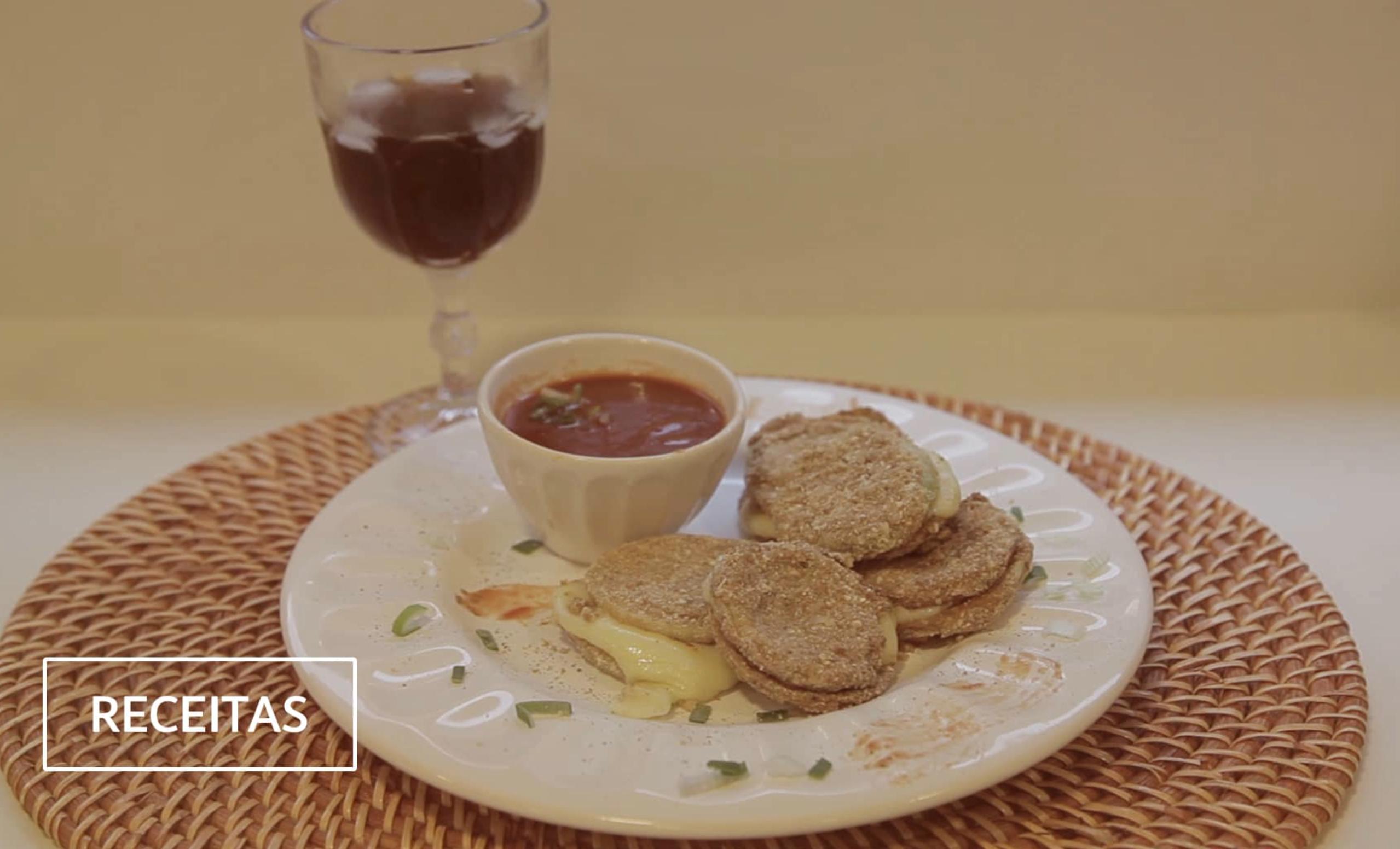 sanduíche de cebola e queijo