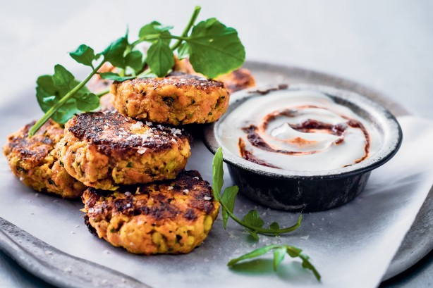 b80da459878e292591441b47eb571cd5_carrot-cakes-with-harissa-yoghurt-25128_l